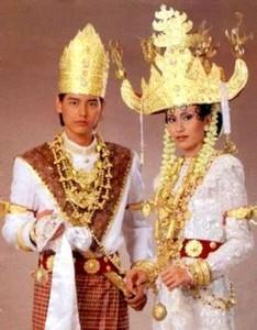Традиционные свадебные костюмы.
