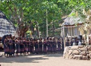 Традиционный танец Лего-Лего в деревне Такпала.