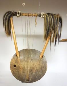 Традиционный музыкальный инструмент - лира.