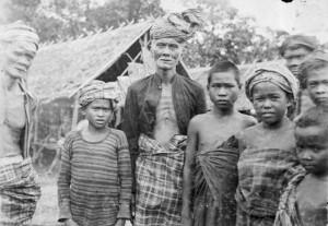Люди с острова Буру. Около 1900-х.