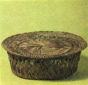Плетёный столик. МАЭ.