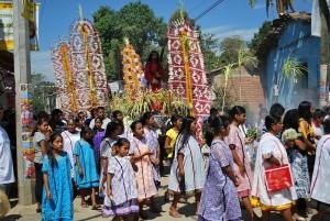 Страстная пятница в Хочистлахуаке. Люди в традиционной одежде.