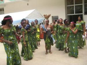 Танцующие девушки на фестивале Пасданг, 2009.
