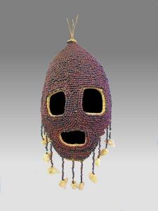 Традиционная маска из семян абруса и хлопка.