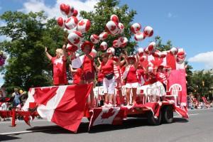 Парад в честь Дня Канады. Празднуется 1 июля в честь образования Канады в 1867.