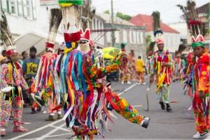 Участники карнавала на острове Сент-Китс.