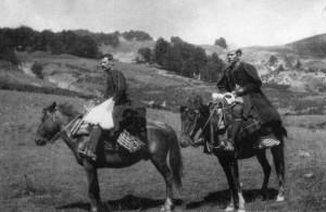 Аромуны на лошадях.