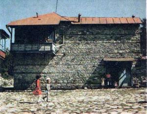 Традиционное жилище в посёлке Куба.