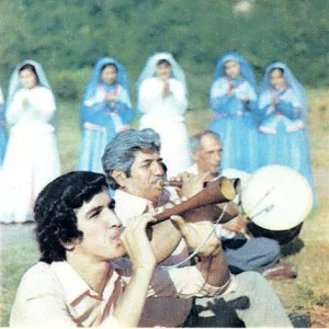 Исполнители народной музыки на празднике урожая.