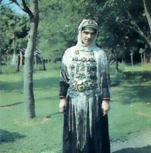 Традиционный костюм горской женщины.