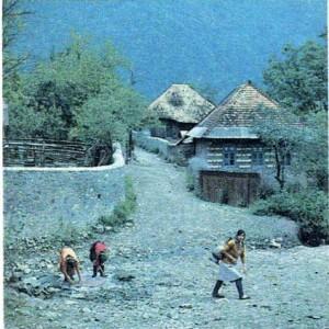 Азербайджанское село. Женщины у источника.