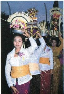Религиозный праздник у балийцев. Индонезия.