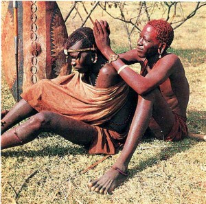 Ритуальная стрижка волос у масаи.